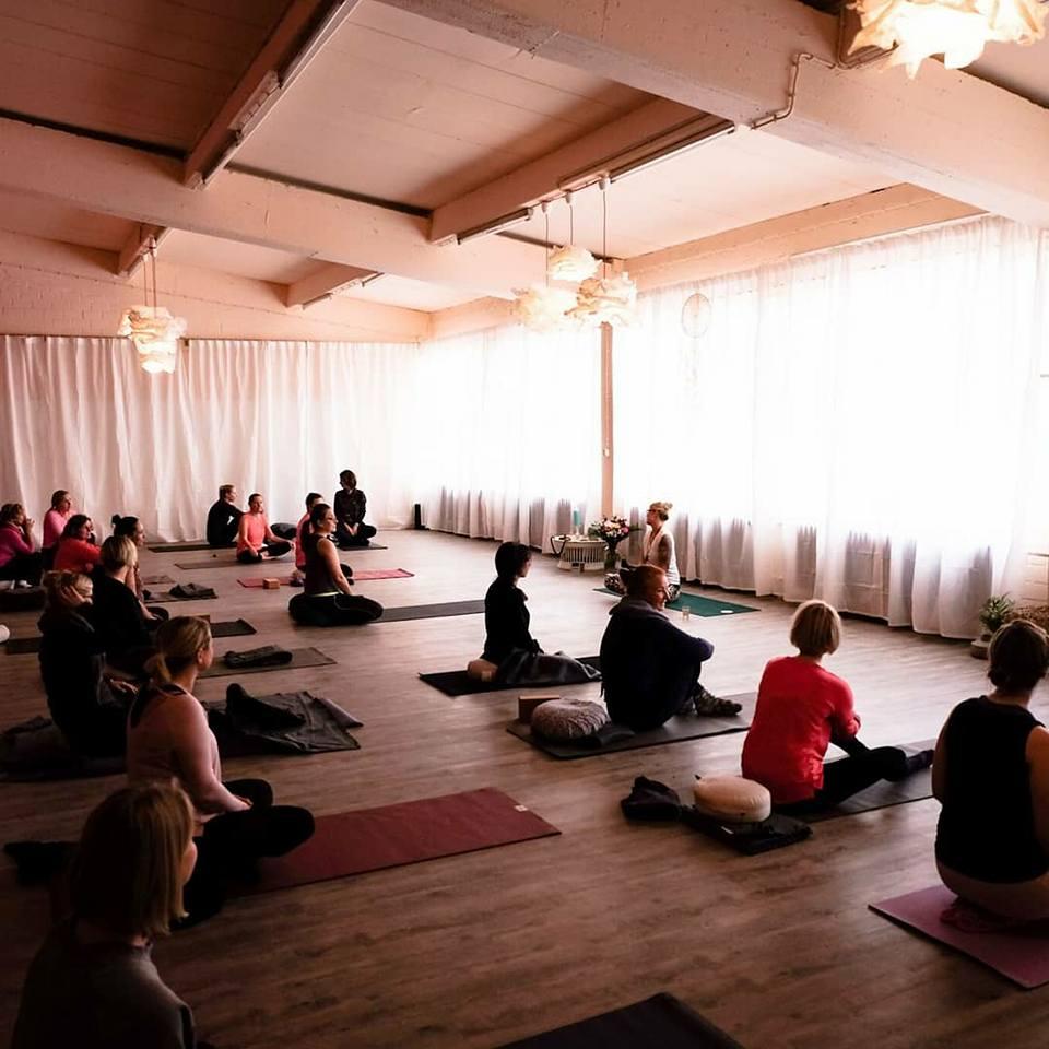 Hier gehts zu 1x Yoga-Kurs pro Monat (75 – 90 Minuten)